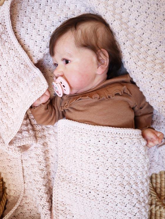 Hæklet babytæppe med smuk struktur